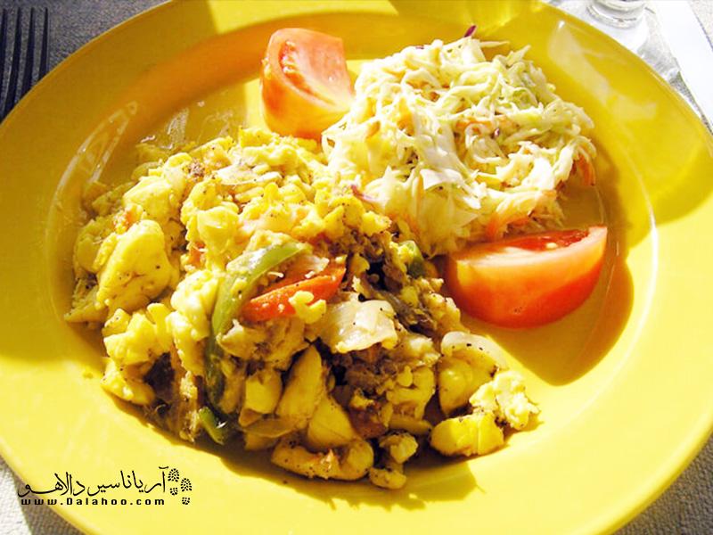 محبوبترین صبحانه در جامائیکا، نوعی میوه پخته شده به نامآکیاست.