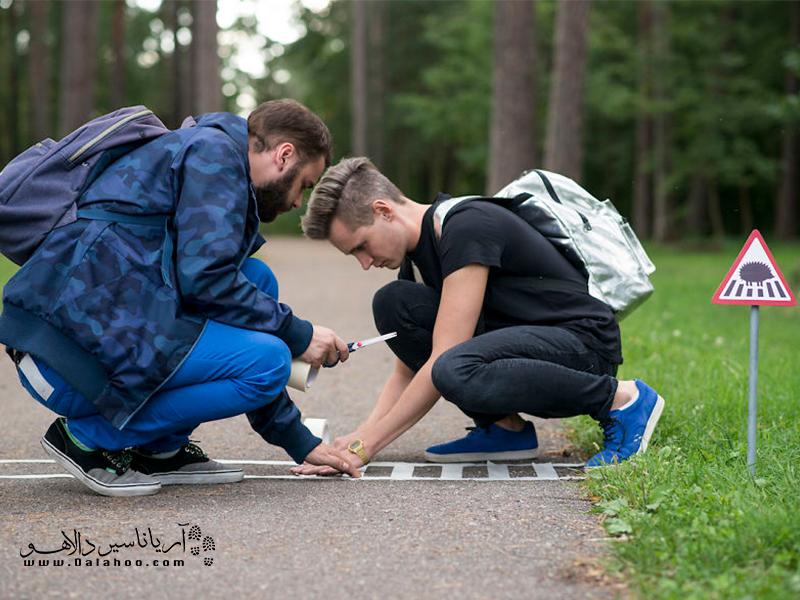 ساختن خط عبوری برای حیونات کوچک از جاده.