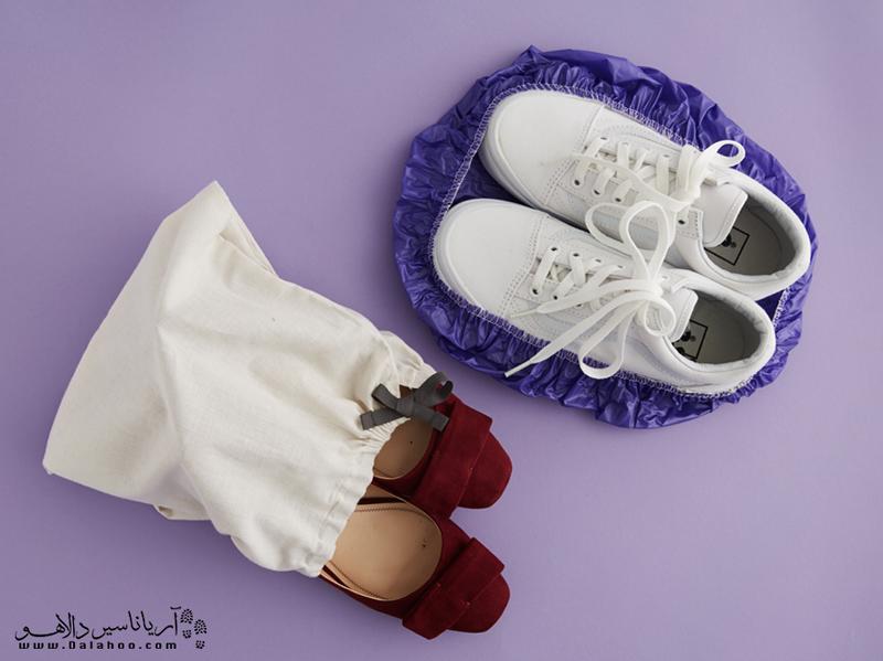 برای کفش میتوانید از کلاههای رنگ مو یا کیسههای پارچهای استفاده کنید.