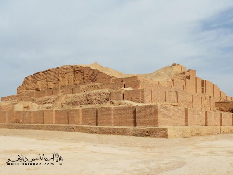چغازنبیل جزو معدود بناهای ایرانی است که در فهرست آثار میراث جهانی یونسکو ثبت شده است.
