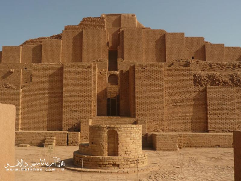 اصل این معبد با بهکارگیری میلیونها آجر و در ۵ طبقه ساختهشده بود که در حال حاضر دو طبقه از آن باقیمانده است.