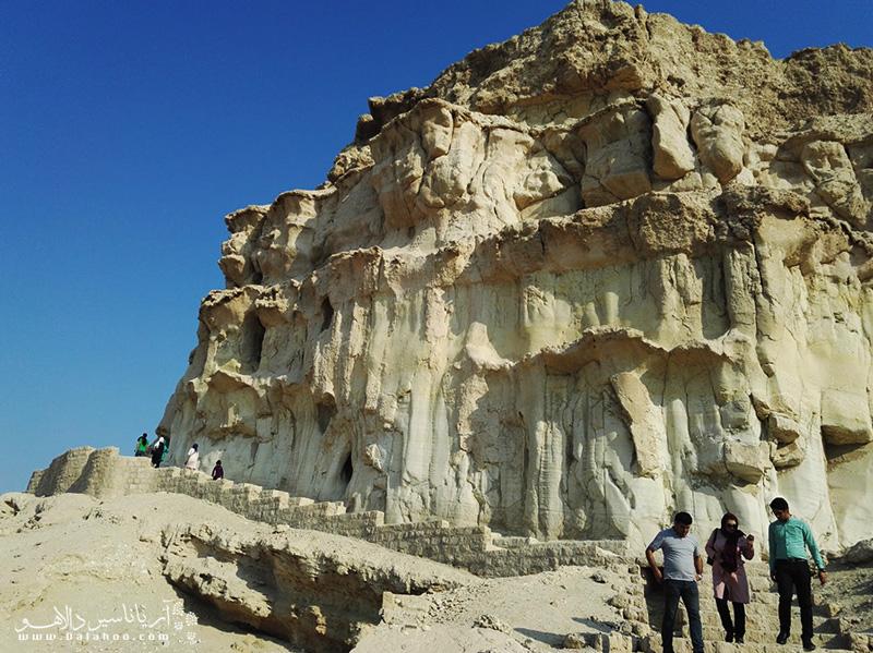 غار خربس ادامه رشتهکوه زاگرس است طی سالها سر از آب بیرون آورده.