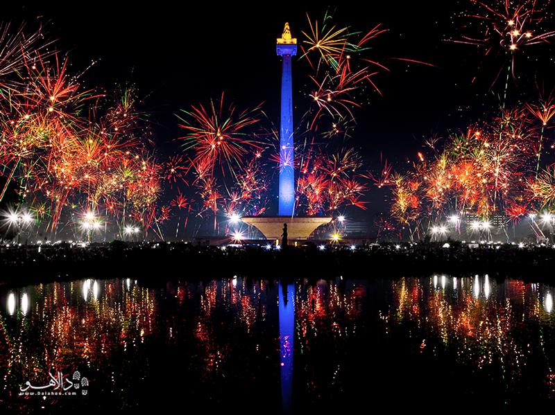 اگر زندگی شبانه را دوست داشته باشید، جاکارتا در شب مکانی پر جنب و جوش است.
