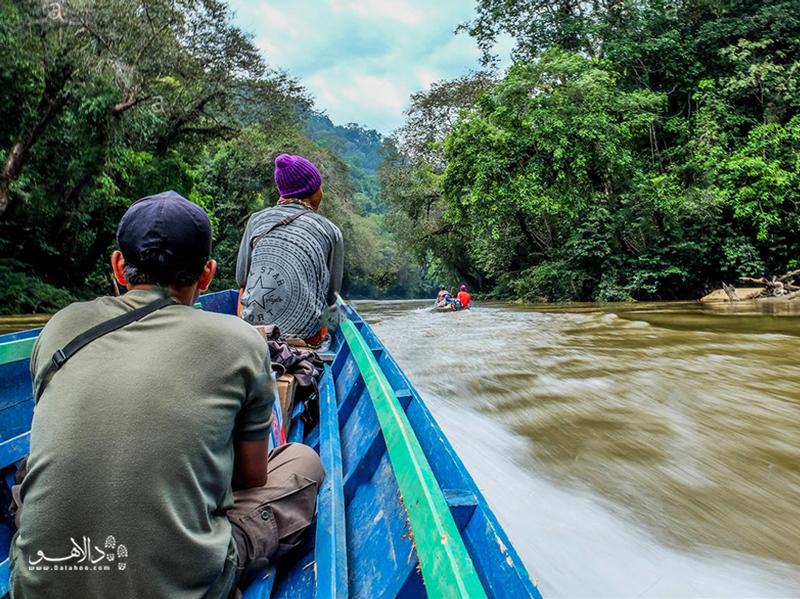 کاپوآس طولانیترین رودخانه اندونزی است.
