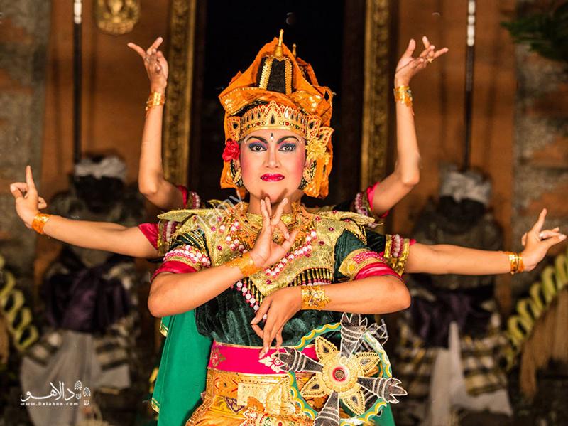 رقصهای زیبا صفت مشخصه جزیره یوبود است.