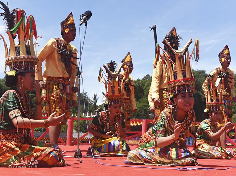 مراسم تدفین منطقه تانا تُراجا مشهور است.