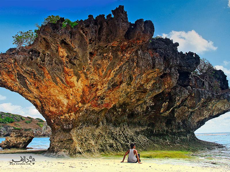 در جزیره روت کیلومترها ساحل آرام و خلوت وجود دارد.