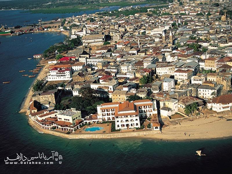 زنگبار یک جزیره مهم و پایتخت دولت فدرال زنگبار است که اطرافش چندتا جزیرهی کوچکتر هم دارد.