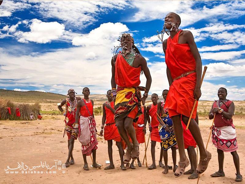 در قبیله ماسایی هرکس بلندتر بپرد نشانه قدرت و جذابیت بیشتر اوست.