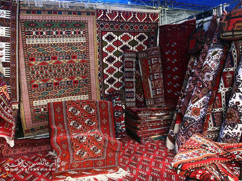 این قالیها یکی از صنایع پرطرفدار و صادراتی همدان به شمار میرود.