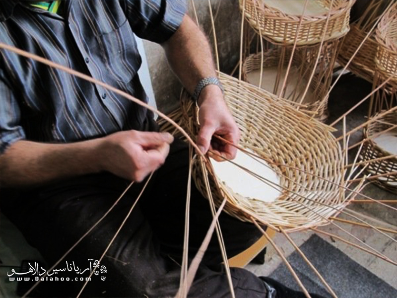 مروار نام نوعی چوب ترکه است. از آنجا که مروار در همدان کشت میشود مرواربافی در این استان نیز باب است.