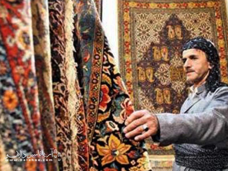 روش بافت گلیم کردستان به سبک«سنه» است که در واقع بافت چاکدار محسوب میشود.