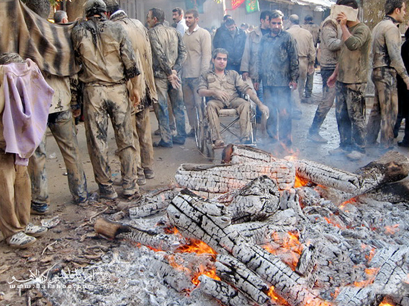 هیزمهای آتش برای خشک کردن افراد.