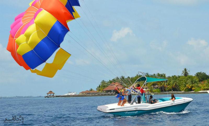 پاراسل سواری در مالدیو