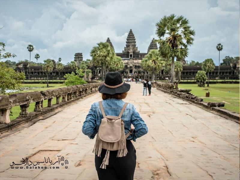 گردشگری شما را با فرهنگها و مذاهب گوناگون آشنا میکند.