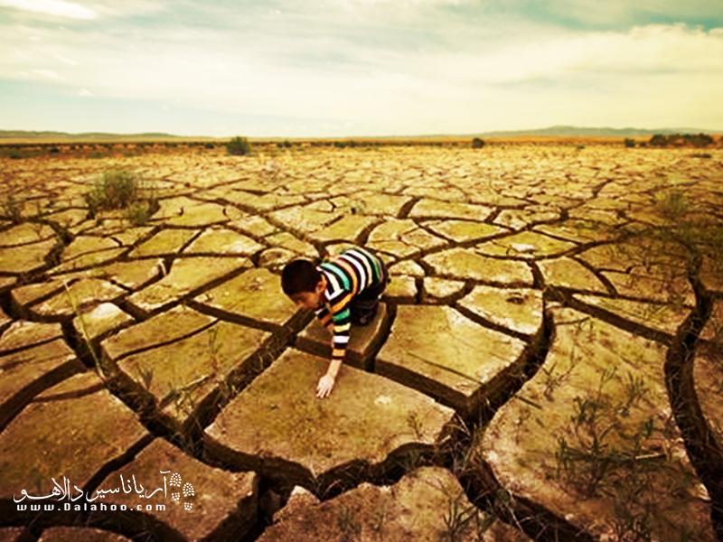 بیابانزایی در واقع تخریب زمین در مناطق خشک، نیمه خشک و خشک نیمه مرطوب اسـت.