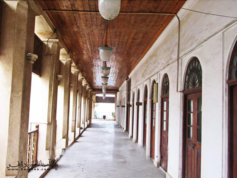 عمارت کازرونی اولین بنای بوشهر در فهرست آثار ملی ایران است.