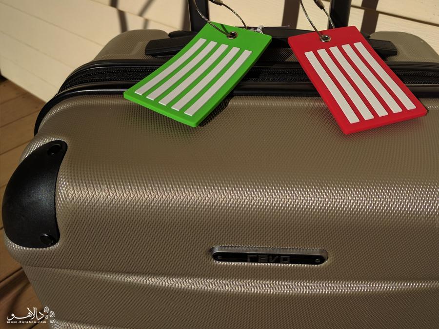 نوشتن مشخصات روی چمدان