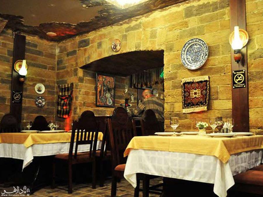 دنیایی از رنگ را در رستوران فیروزه ببینید.