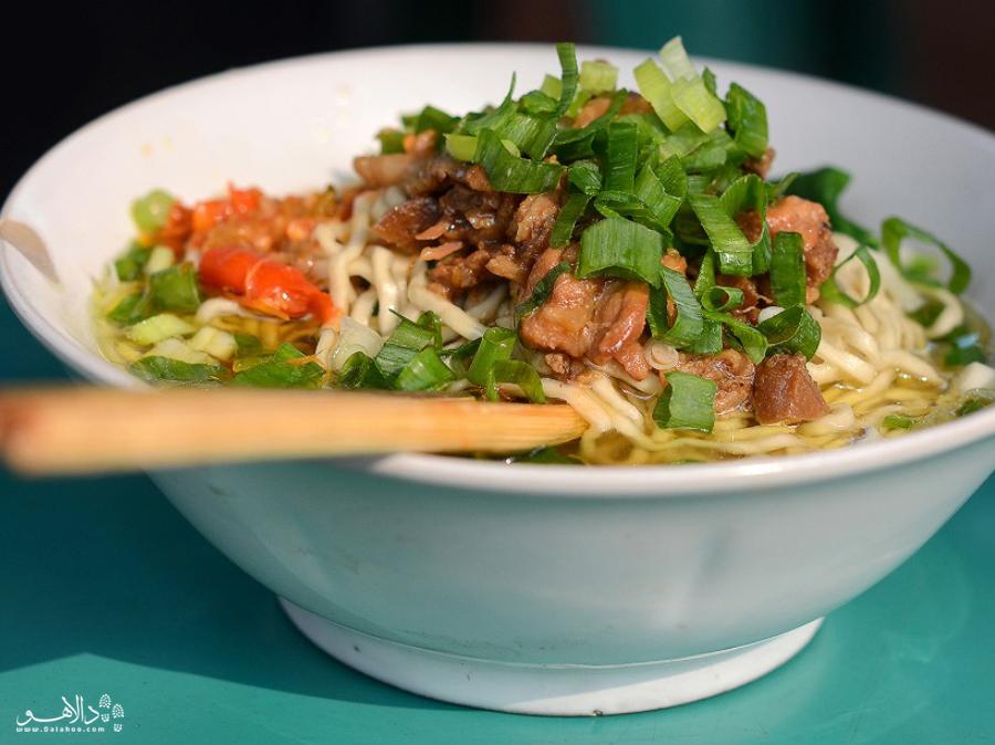 در اکثر رستورانهای جاکارتا این غذا در منو هست و میتوانید در سفر به اندونزی حتما امتحانش کنید.