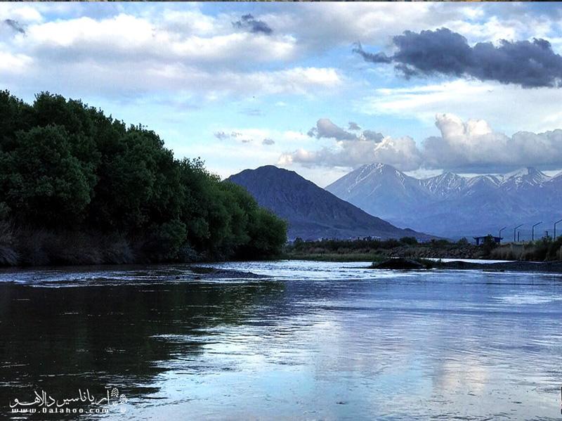 روخانه ارس پس از پیوستن به آرپاچاى؛ مرز مشترک ایران و جمهورى ارمنستان و جمهورى آذربایجان