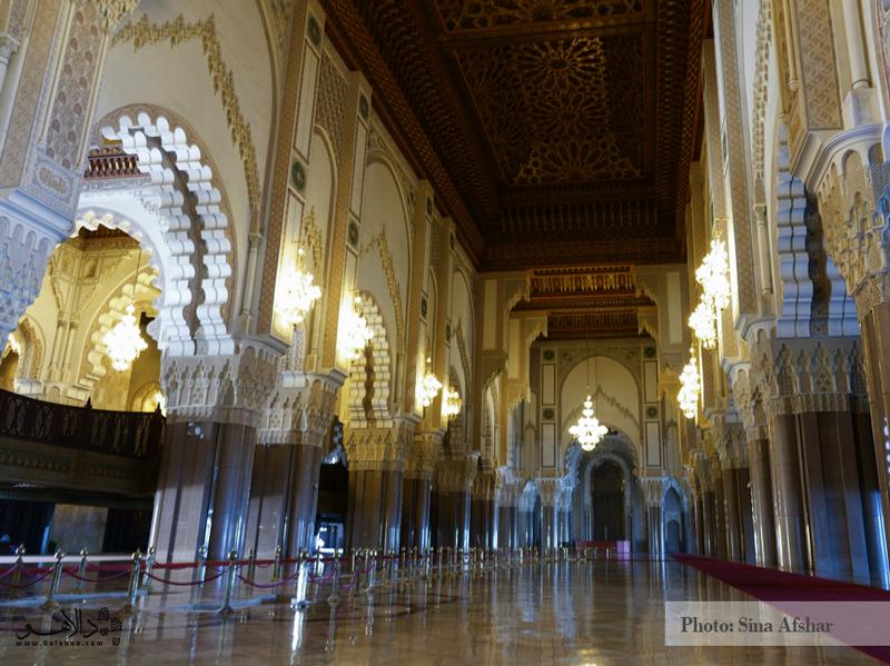 شما را میبریم به داخل مسجد حسن دوم. معماری خوش نقش و نگار این مسجد، حتما شما را تحت تاثیر قرار میدهد.