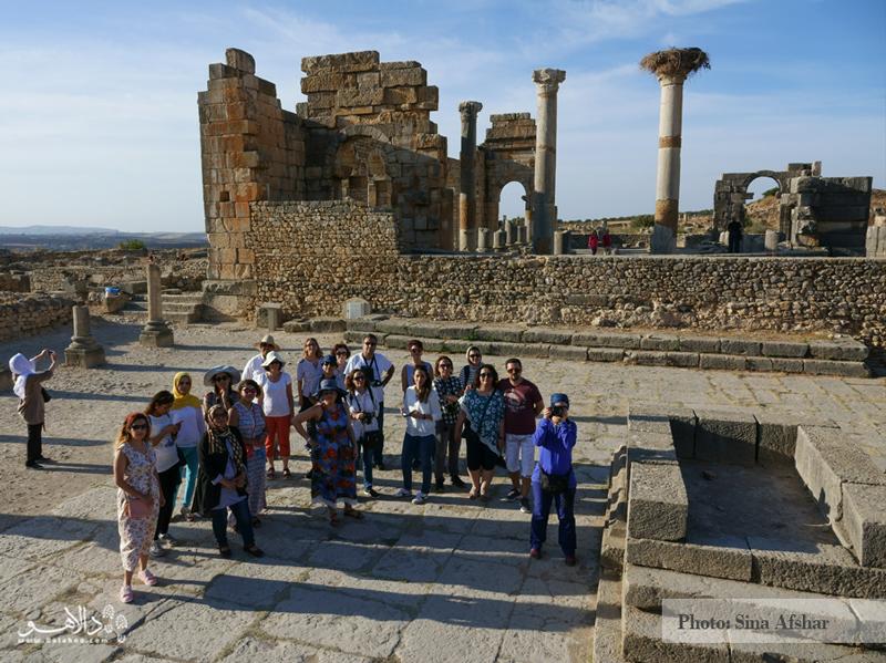 و اما یکی از شیرینترین بخشهای سفر مراکش، تماشای ولوبیلیس است. بقایای به جامانده از رومیها. شاید باورش سخت باشد اما پای بناهای تاریخی رومی به مراکش رسیده و توصیه میکنیم در سفر به این کشور حتما سری به آن بزنید..
