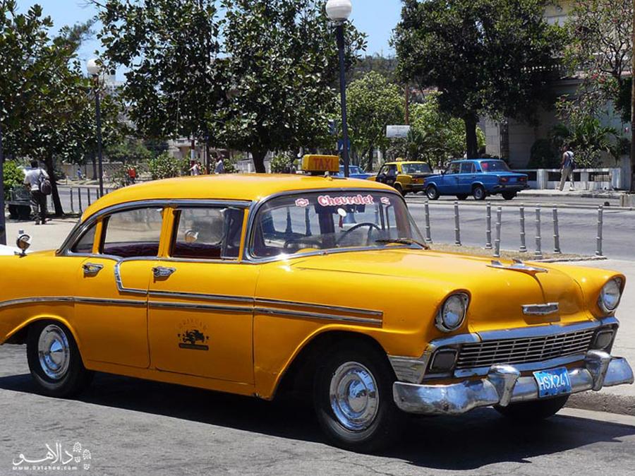 تاکسی های کوبایی که البته در حال مدرن شدن هستند.