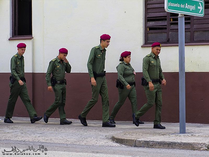هرگز از نظامیان کوبا عکس نگیرید!