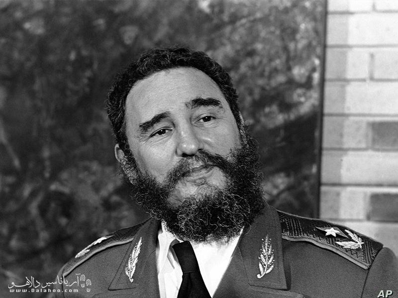 فیدل کاسترو در حال حاضر به دلیل کهولت سن رهبری کوبا را به برادرش سپرده است.