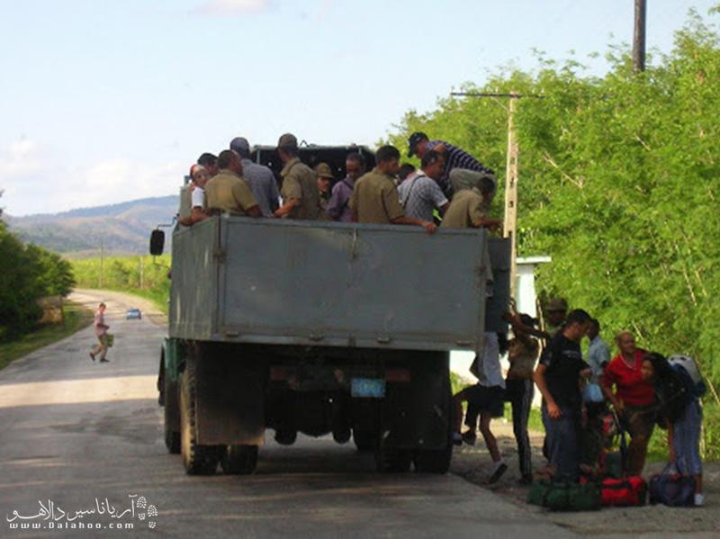 سوار کردن هیچهایکها برای ماشنهای دولتی در کوبا اجباریست.