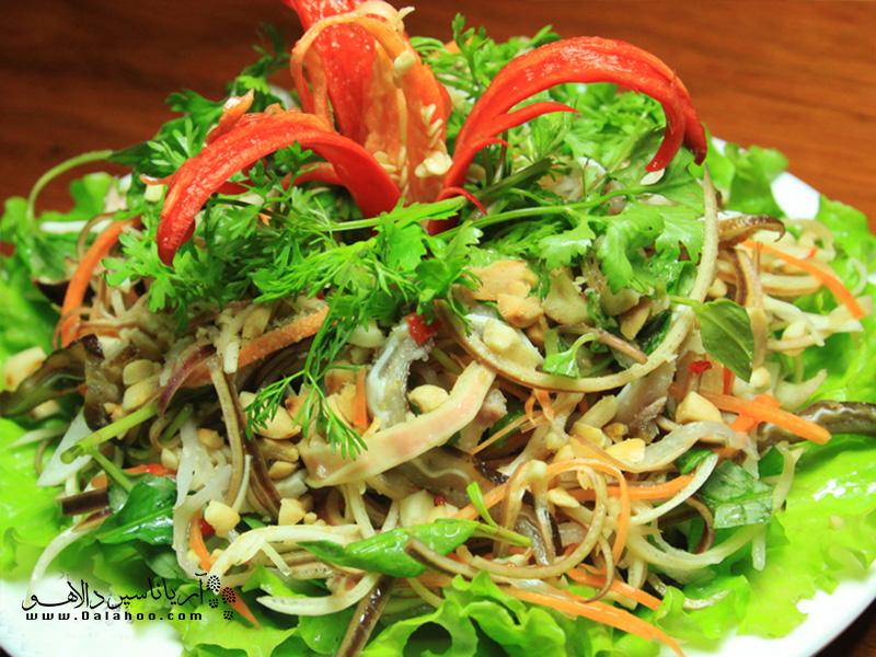 این غذا بهشت وِجِترینها در ویتنام است. نوم هوآ چوی یا سالاد شکوفه موز، خوراکی خالی از هر نوع گوشتی است.