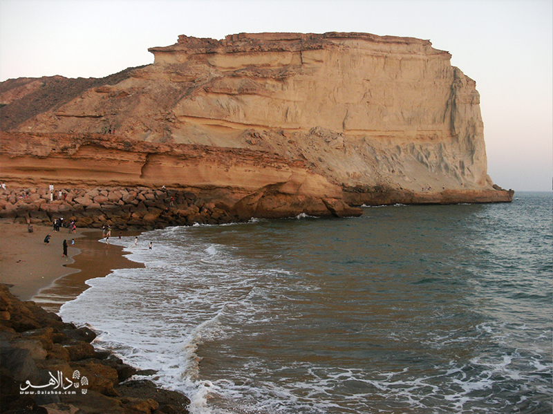 سواحل صخرهای چابهار یکی از رویاییترین سواحلی است که میتوانید ببینید.