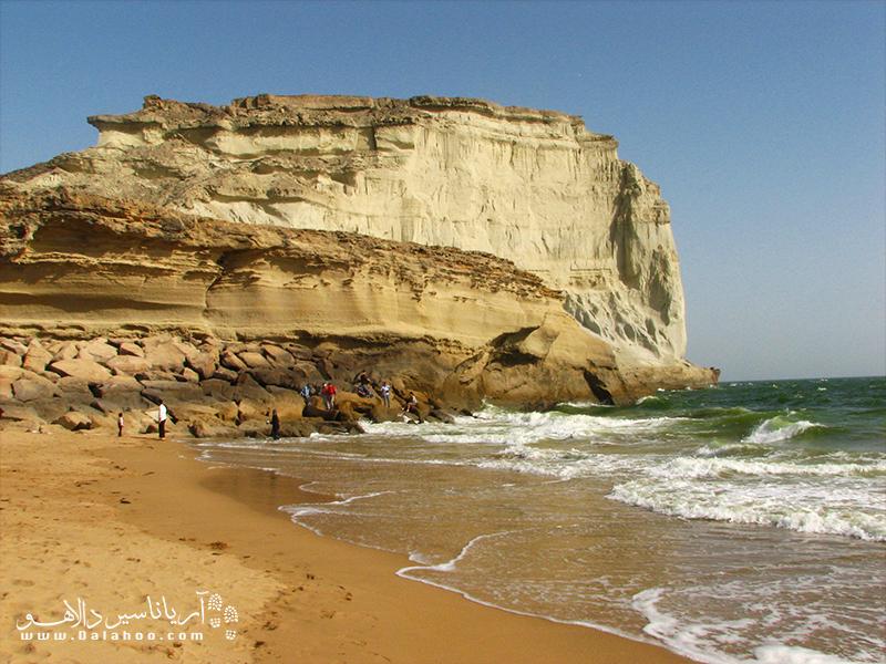 ساحل صخرهای، آکواریومی طبیعی در چابهار است.