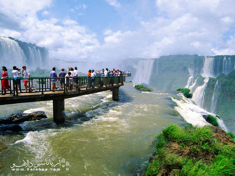 گلوی شیطان واقعا اسم برازندهای برای این آبشار است.
