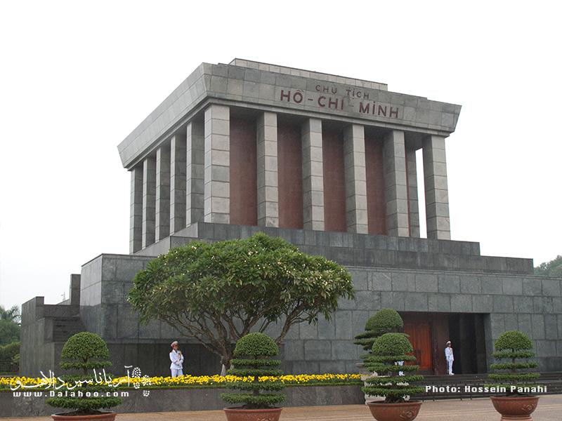 آرامگاه هوشی مینه، هوشی مینه اولین رئیس جمهور جمهوری دموکراتیک ویتنام بود. ویتنامیها ارزش زیادی برایش قائلند.