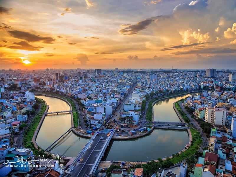 سایگون مرکز فعالیتهای تجاری و اقتصادی ویتنام است.