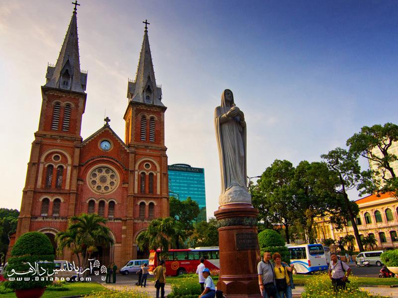 از هر محلی بپرسید نماد شهرشان چیست یا مرکز شهر کجاست بدون شک به شما این کلیسا را میگویند.