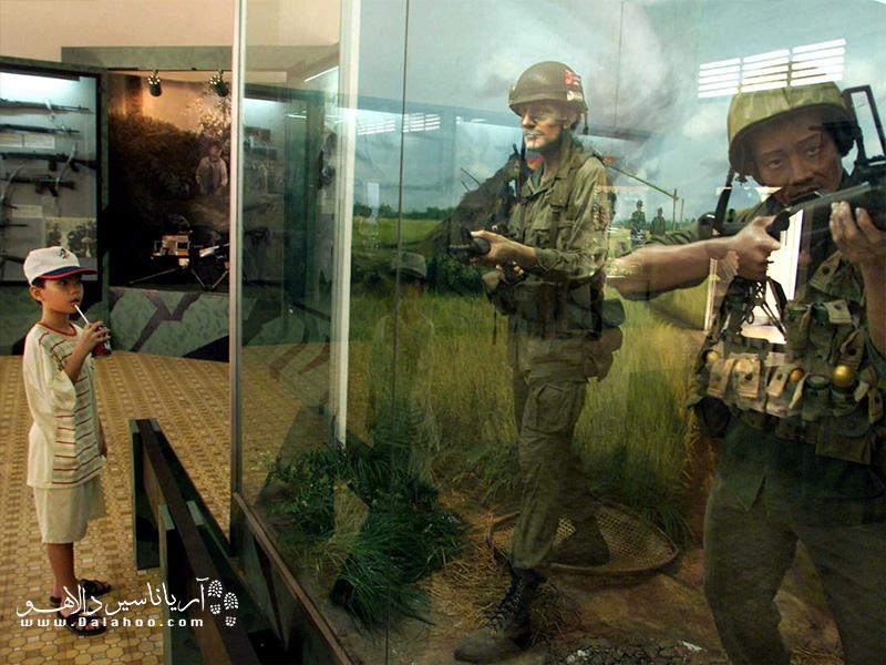نمایشگاه عکس و سلولهای زندانیان هم از دیگر بخشهای این موزه است.