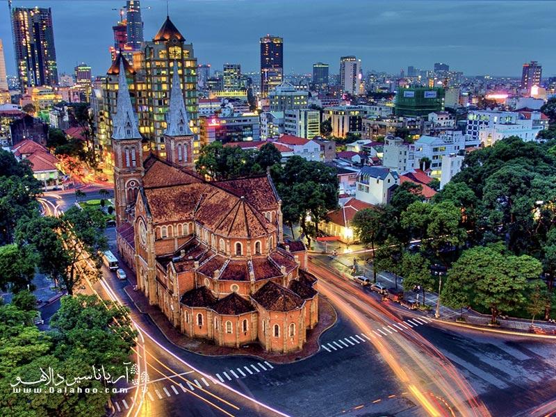 ویتنام مدرن و سنتی را در شهر زنده سایگون خواهید دید.