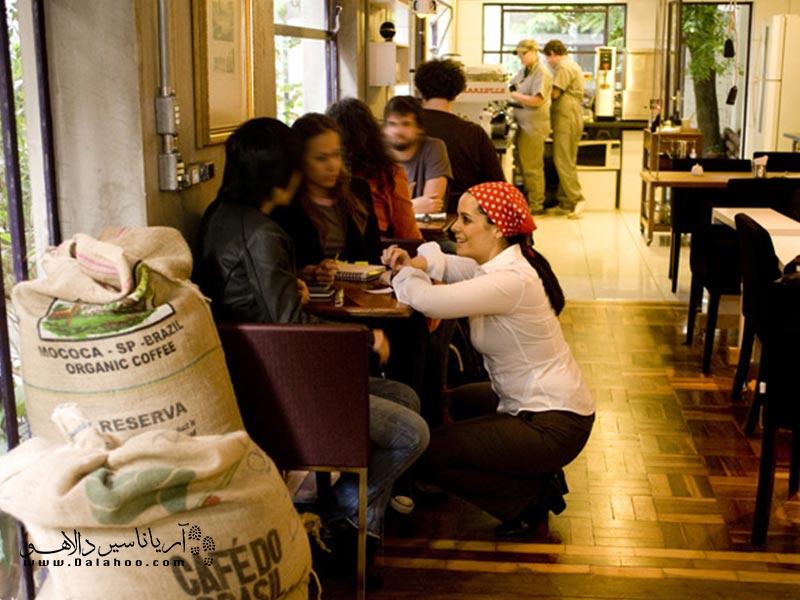 از جلوی هر کافهای که رد میشوید بوی قهوهی اصیل برزیلی به مشامتان میرسد.
