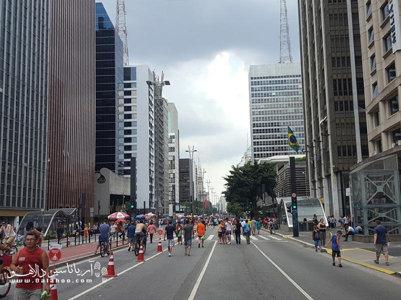 خیابان پائولیستا (Paulista Av) مهمترین و معروفترین خیابان شهر سائوپائولو است.