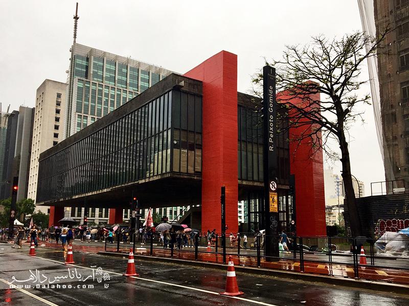اگر عاشق هنر هستید، موزهی هنر سائوپائولو بهترین جا برای شماست تا با تاریخ هنر و معماری آمریکای لاتین بیشتر آشنا شوید.
