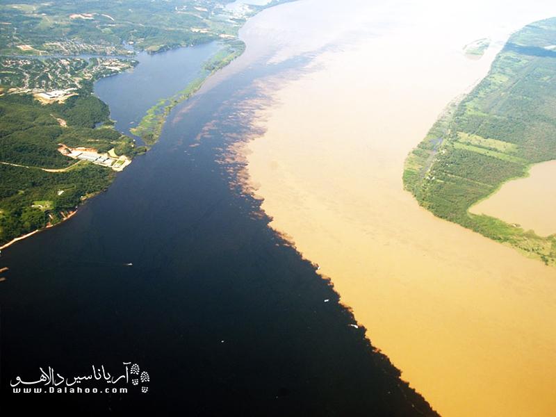 آب رود نگرو به خاطر تجزیهی مواد آلی و گل و لای کمش سیاه است.