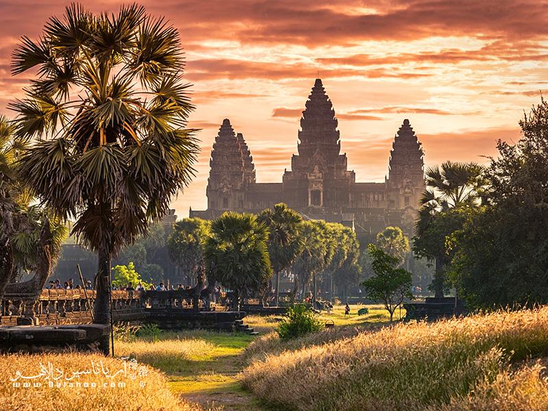 مجموعه مذهبی اَنگور وات(Angor Wat) بنایی زیبا و بسیار تماشایی است.