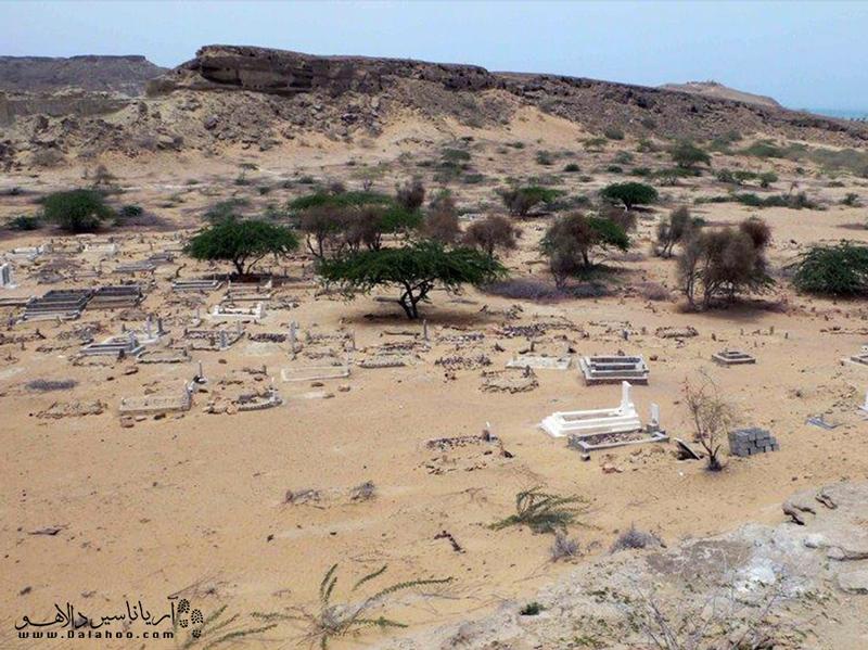 گورستان جنها در روستای تیس