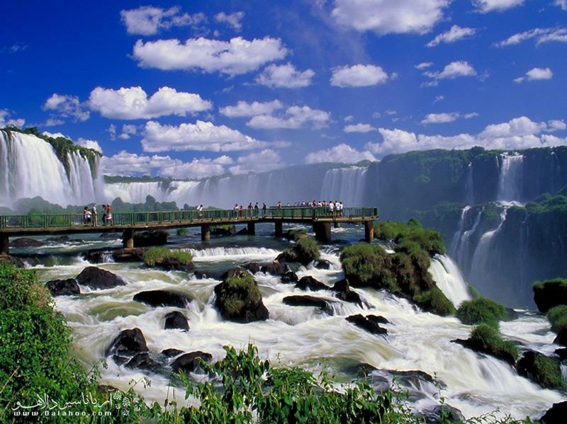 این آبشار در محل تلاقی سه کشور برزیل، پاراگوئه و آرژانتین است.