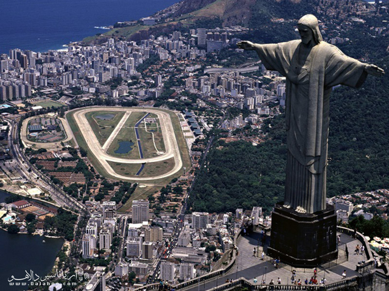 مجسمه برزیل نماد شهر ریودوژانیرو است.