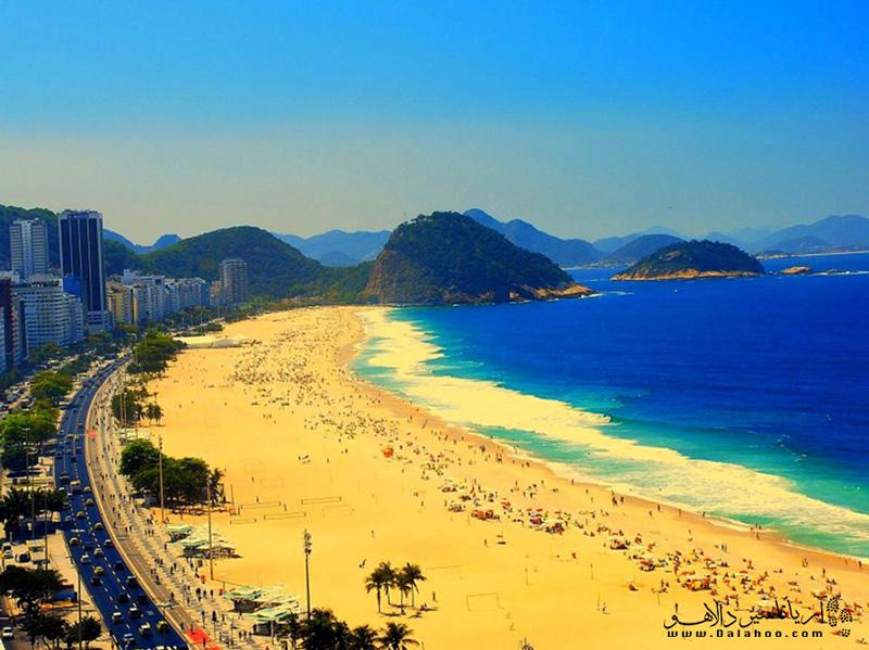 ساحل کوپاکابانا از خیابان پرینسسا ایزابل شروع و به پوستو سیکس خاتمه مییابد.