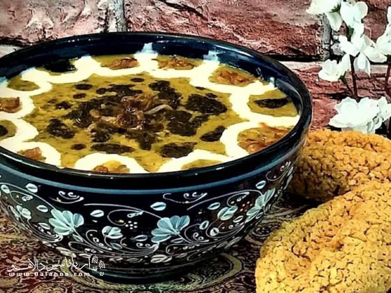 مردم لرستان برای تهیه ترخینه، بلغور گندم و جو را در دوغ میپزند از ترکیب به دست آمده خمیری درست کرده و آن را به شکل گلوله در میآورند.